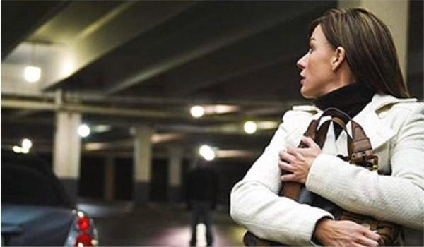 Προσοχή: Μην αντισταθείτε σε μια βίαιη κλοπή. Η ζωή σας είναι πολύ πιο σημαντική. (Φωτογραφία: patch.com)